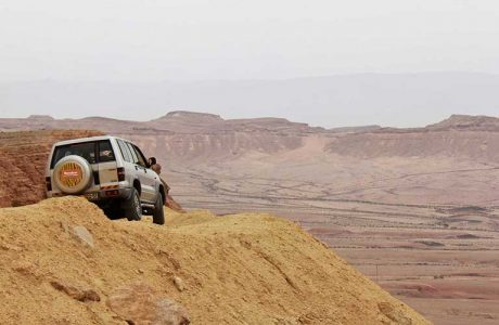 A window to Machtesh Ramon in a jeep tour – two hours